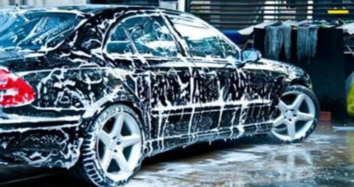 洗车也可以偷懒,这些技巧让你的车保持光泽
