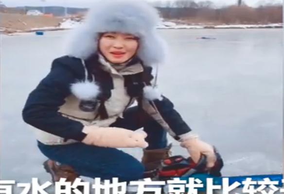 """因颜值及笑容获""""初恋女神"""" 90后美女捕鱼爆红"""