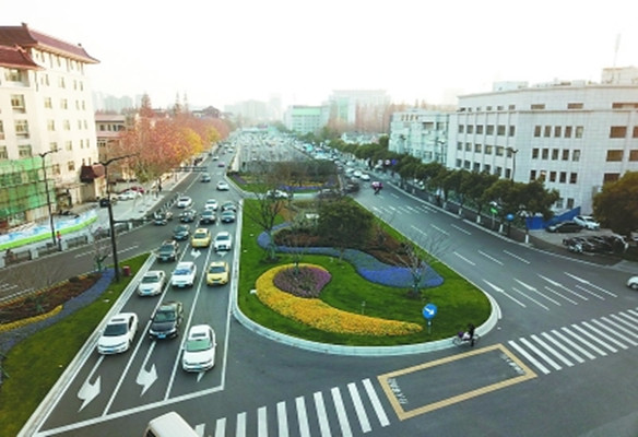 一段一季一景观 龙蟠中路再现城东新风景线