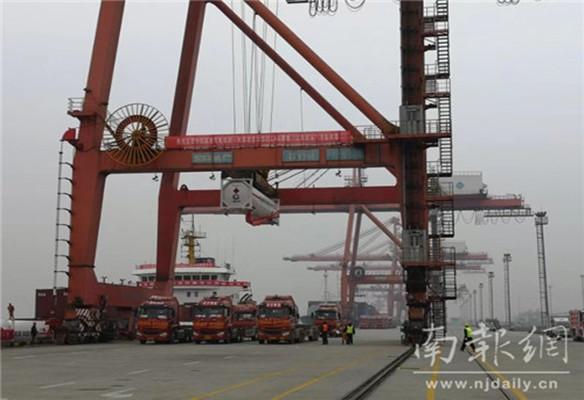 我国首次LNG罐式集装箱江海联运圆满成功