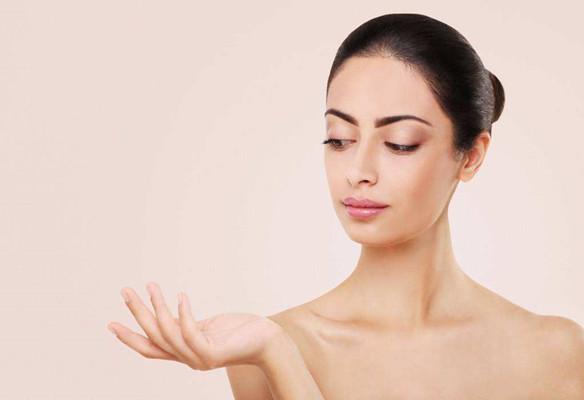 为什么你的皮肤越来越黑?主要和这4种因素有关