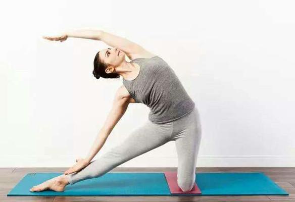 做瑜伽能美容养颜?学会这3个美容方法,你会变得越来越年轻!